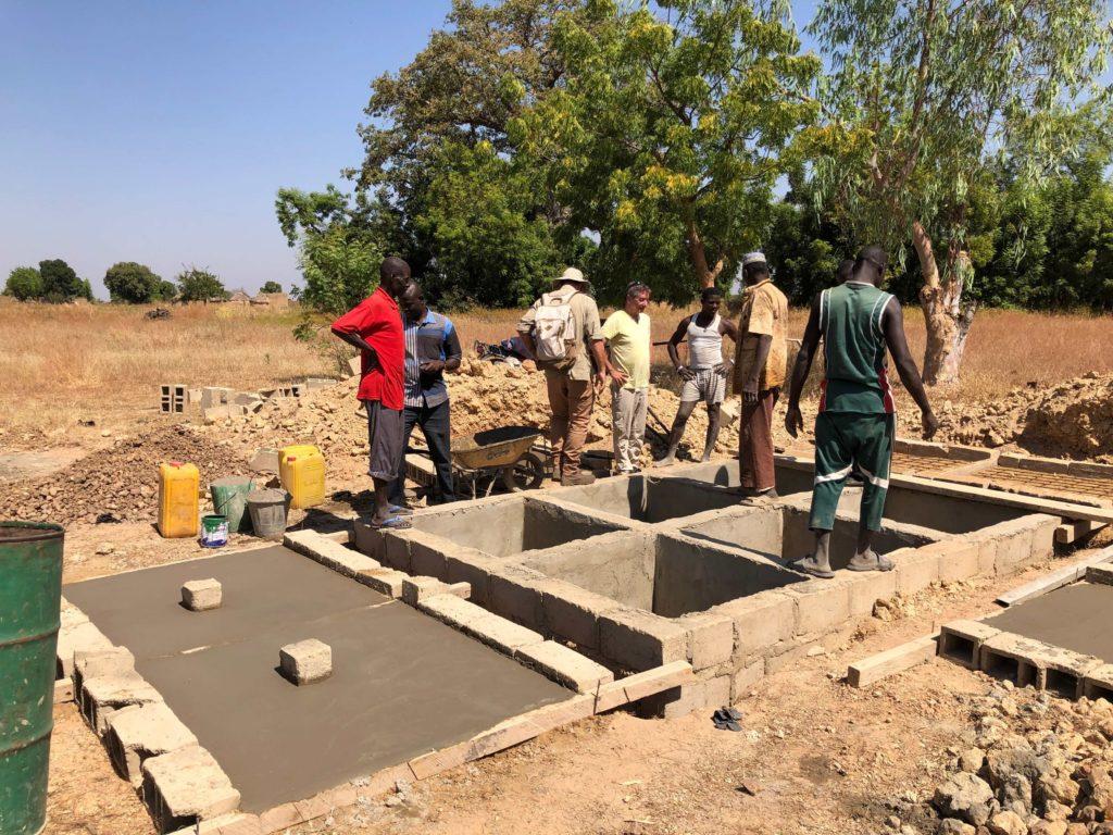 Les latrines de Tanghin en cours de construction